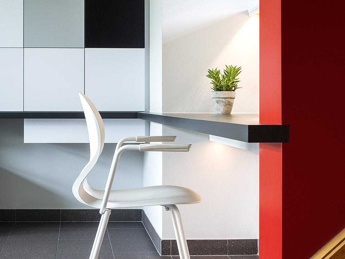 Multifunctioneel bureautje Kessel-Lo met opbergruimte voor gezelschapsspelen en archiefmappen centrale ruimte voor computergebruik van het hele gezin